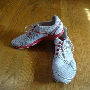 New Balance Minimus Zero running shoes size 8.5